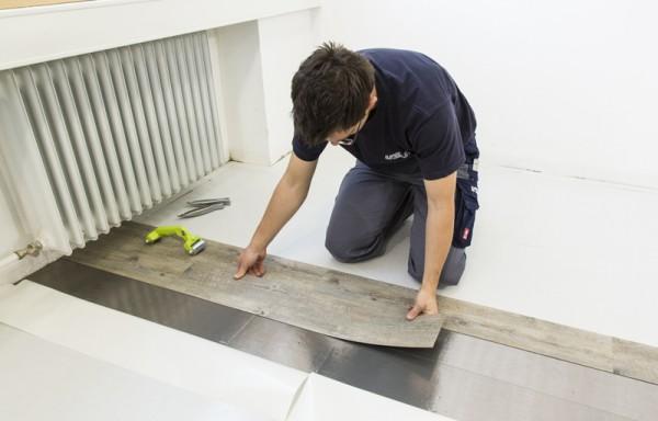 Pvc stroken en tegels gelegd worden op een bestaande ondervloer